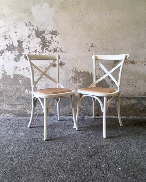 Duo de chaises blanches