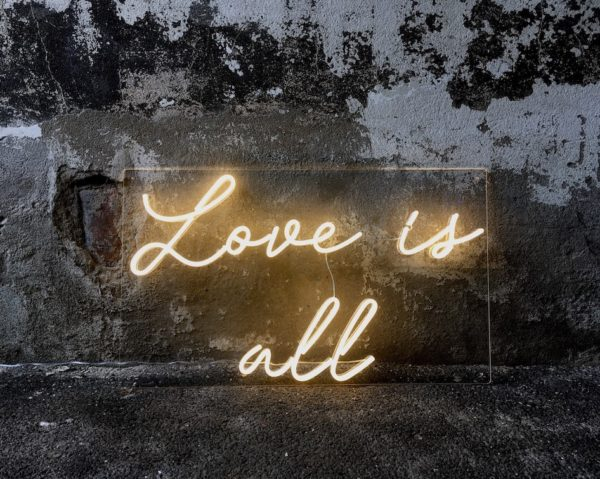 """Néon """"Love is all"""""""