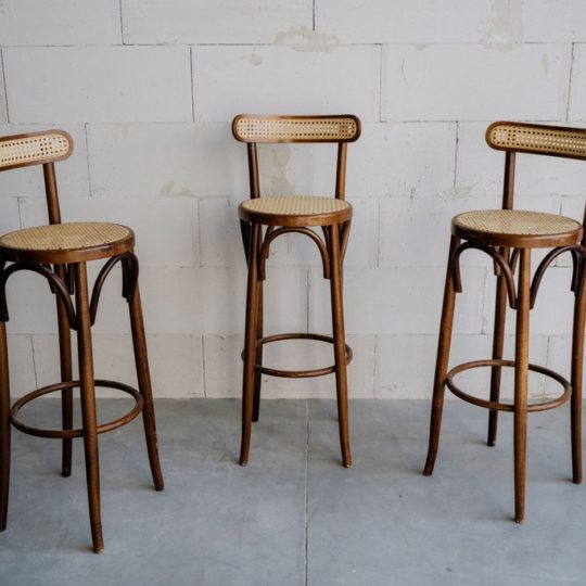 Lot de 3 tabourets de bar cannés